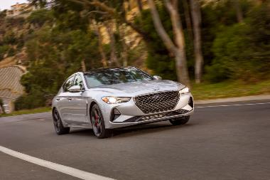 2019_Genesis_G70_Front_right